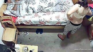 قراصنة استخدام الكاميرا لرصد عن بعد من محبي & #039 الحياة المنزلية.310